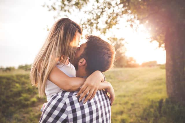 リラックス効果!知られざるキスの「美容・健康」が明らかに!