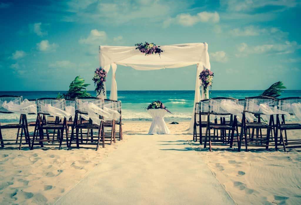 夢みたいな結婚式を♡国内婚からリゾート婚に切り替える夫婦が多いワケ