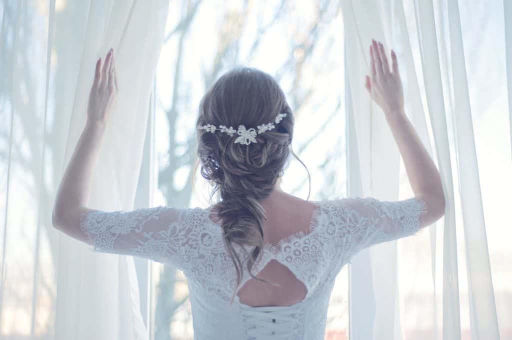 花嫁に人気の髪型は?【髪の長さ・顔の形別】最新ウエディングヘア特集